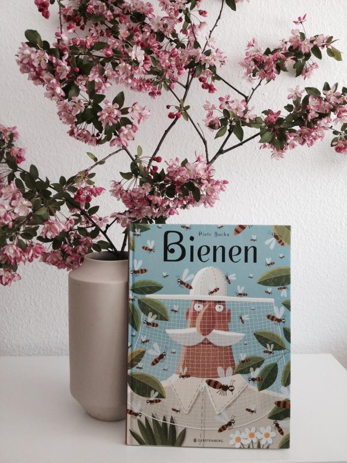 Kinderbuch über Bienen und Kirschblütenzweige