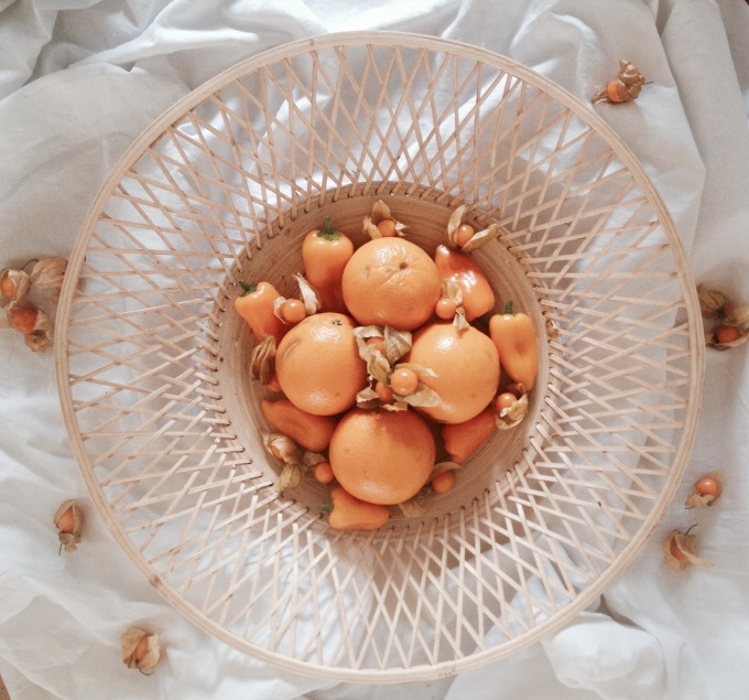 Obstschale mit Orangen, Paprika & Physalis