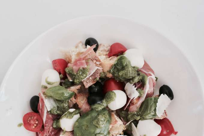 Rezept für einen schnellen Sommersnack ° Antipasti-Salat mit Basilikumpesto für's Buffet eurer Sommerparty oder als Vorspeise