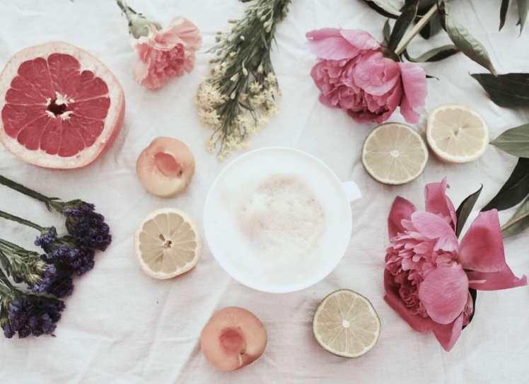 Sommerliche DIY-Blumendeko mit Pfingstrosen