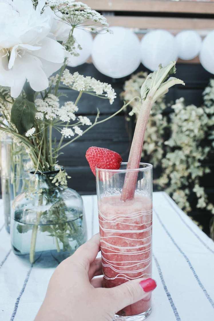 DIY: Schnelles Sommer Rezept: Erdbeer-Rhabarber-Limonade
