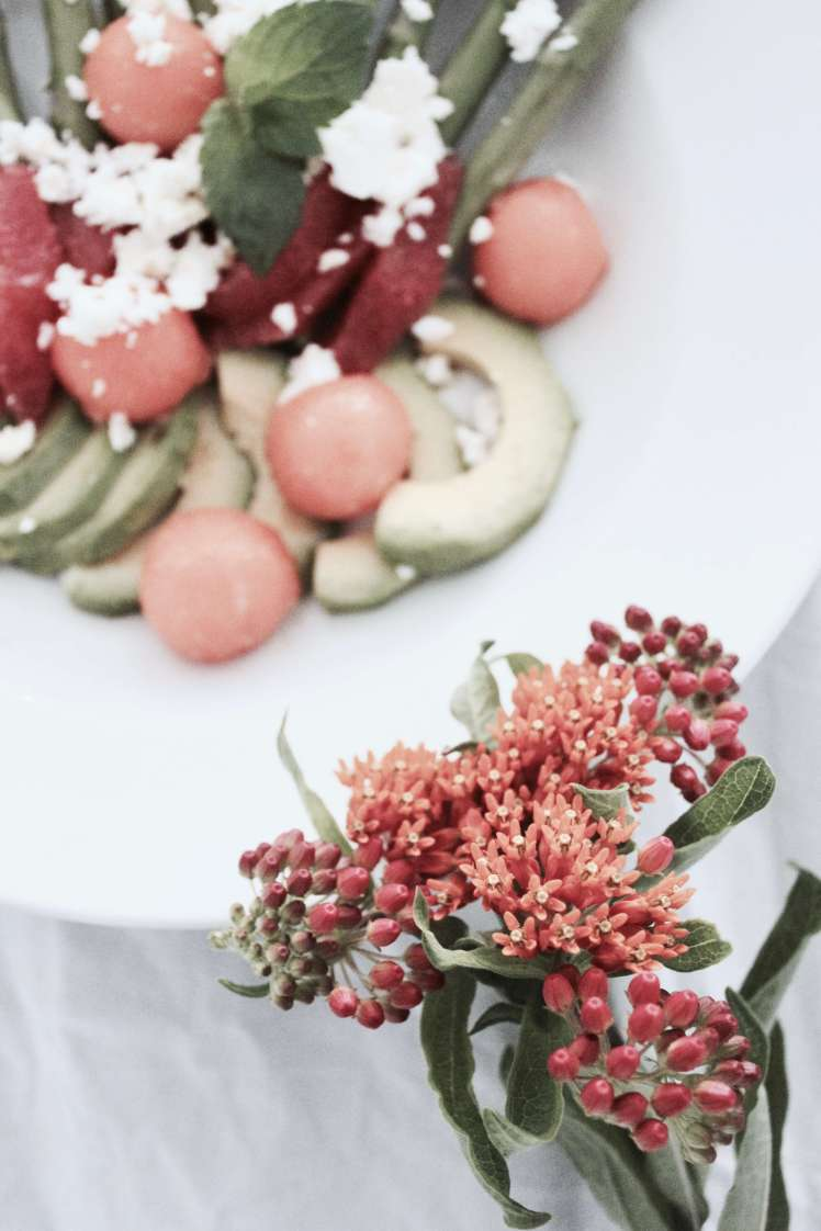 Einfaches und schnelles Sommer-Rezept: Spargel-Salat mit Avocado, Melone, Grapefruit und Feta