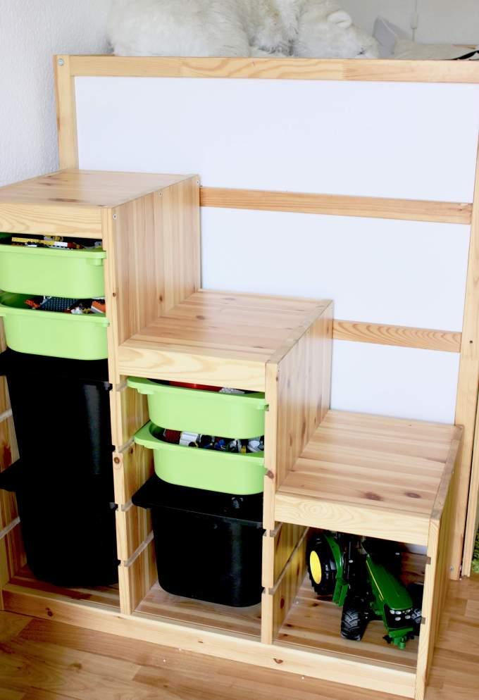 Bilder von Deko-Ideen für Wald-Kinderzimmer mit Waldtieren und Stauraum