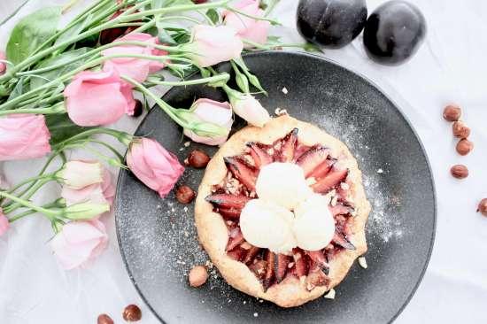Pflaumen-Galette: Rezept für Kuchen vom Blech, mit Vanilleeis auch als Nachtisch