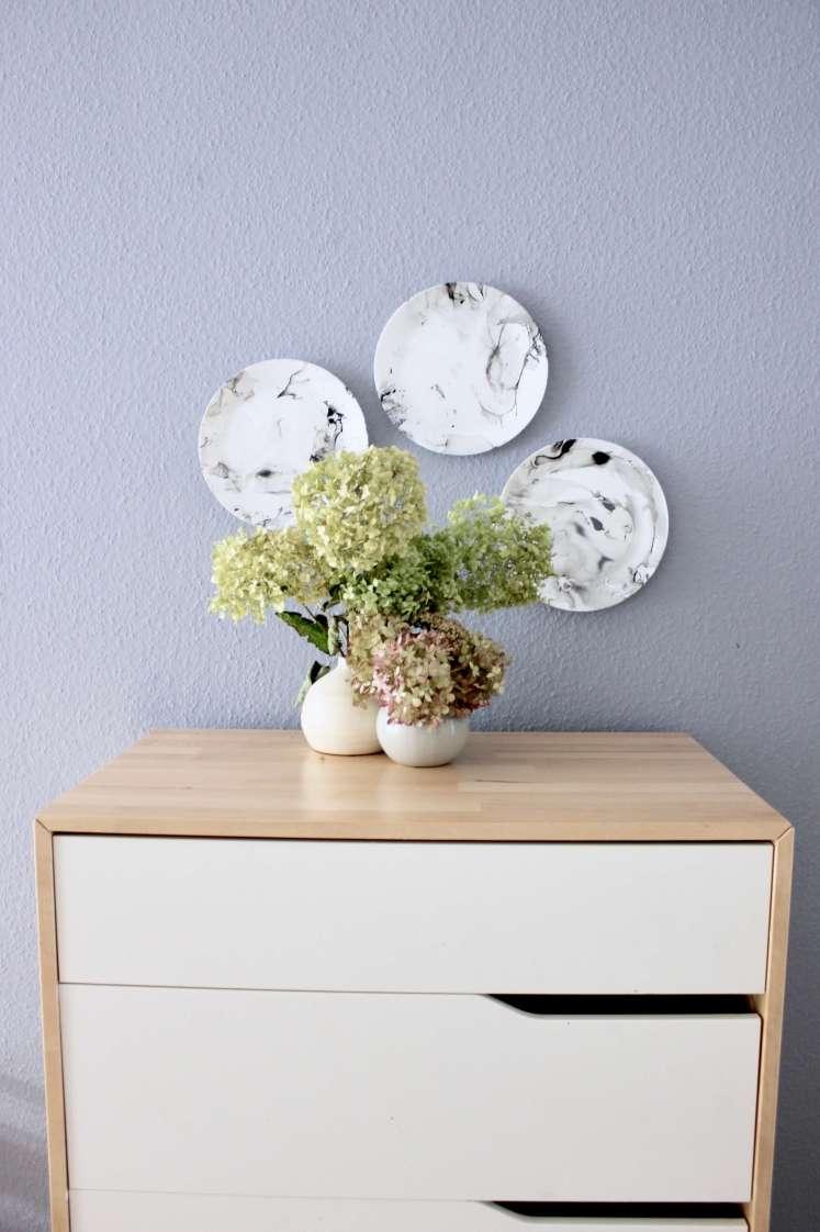 DIY-Idee für Wanddekoration: Teller marmorieren mit Nagellack