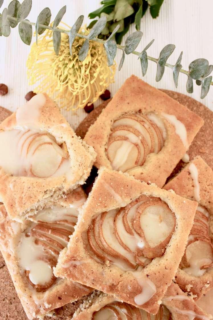 Einfaches und schnelles DIY-Rezept: Saftiger Birnenkuchen vom Blech selber machen