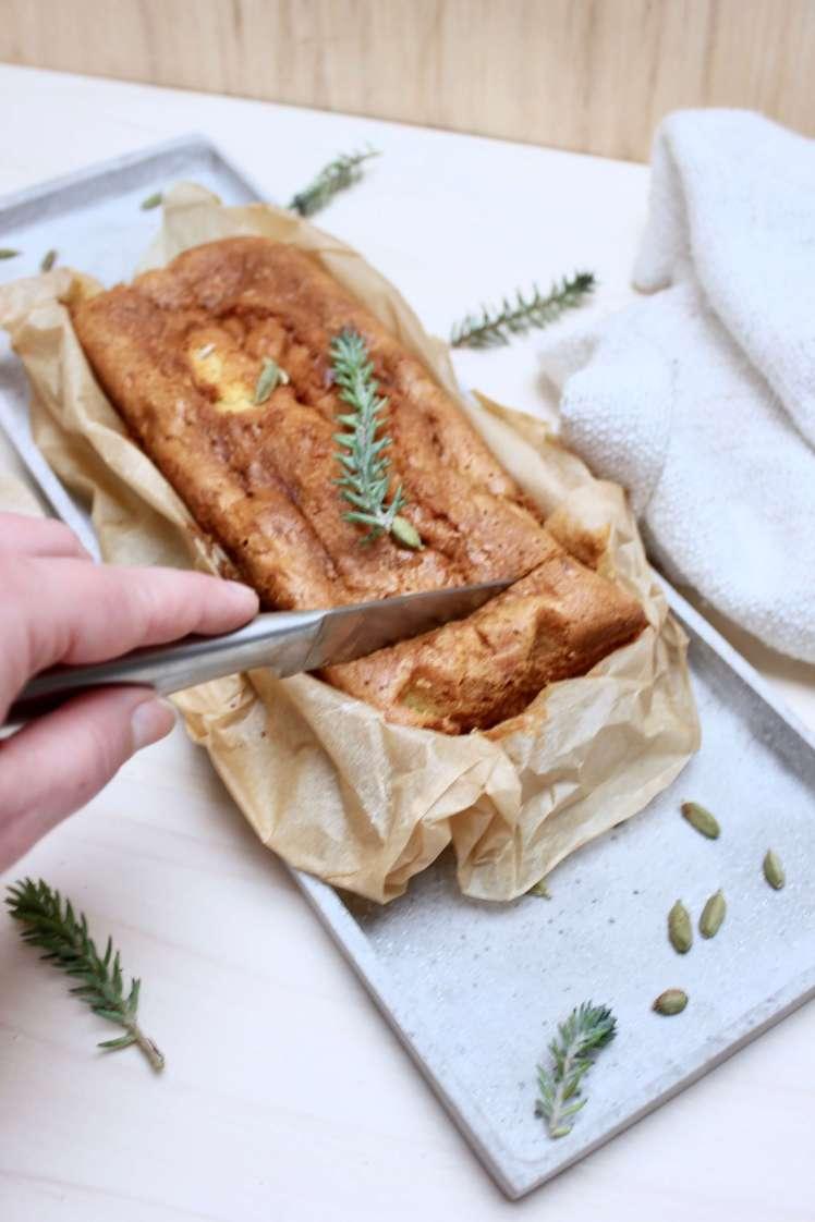 Saftiger Möhrenkuchen: Ein Rezept für Karottenkuchen mit Kardamom, schnell und einfach