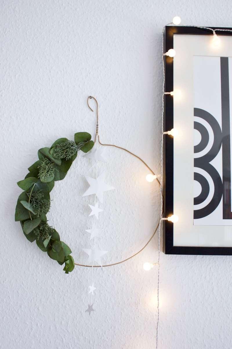 her mit der deko es weihnachtet sehr weihnachtskranz f r die t r hammamama. Black Bedroom Furniture Sets. Home Design Ideas