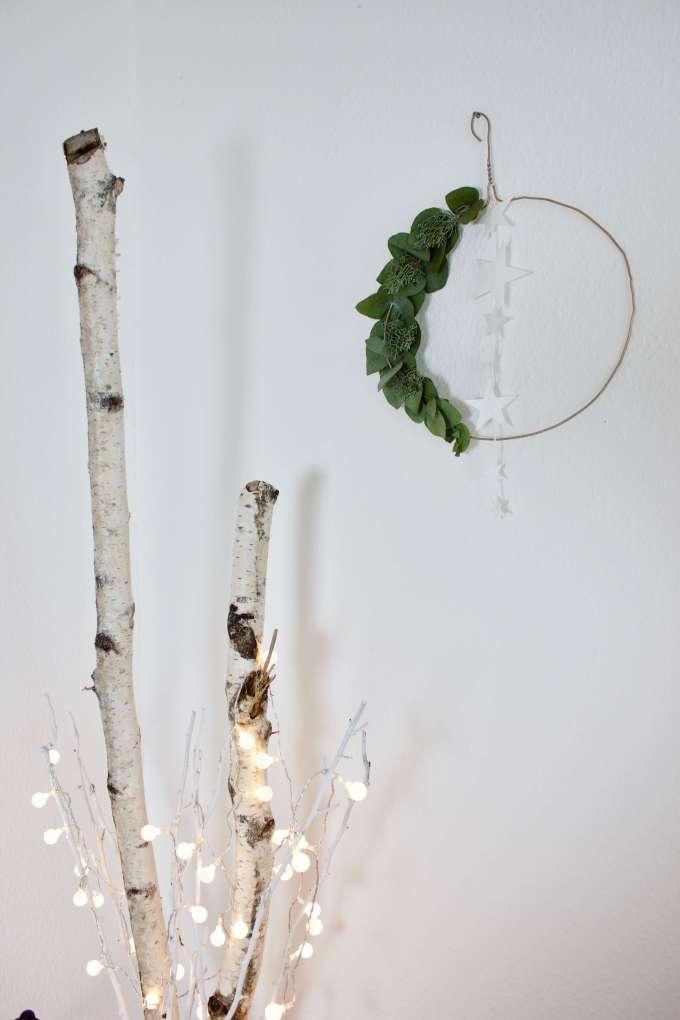 Selbstgemacht: Weihnachtskranz hängend & skandinavisch mit Eukalyptus für die Tür oder die Wand