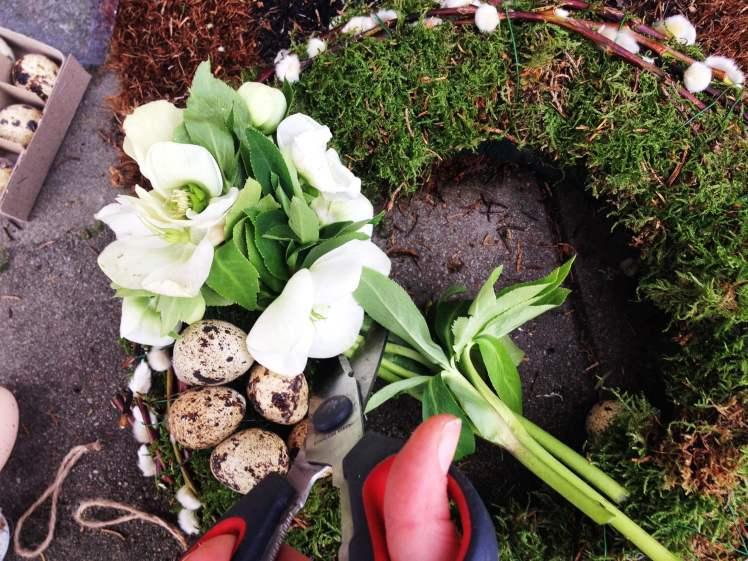 Kranz für die Haustür für Ostern selber machen_Dekoration aus der Natur mit Moos und Zweige