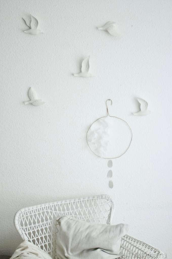 DIY für Ostern und den Frühling: Wanddeko-Ring aus Kleiderbügel