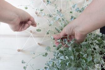 DIY Deko Pegboard als Rankhilfe für Hängepflanzen im Zimmer selber machen