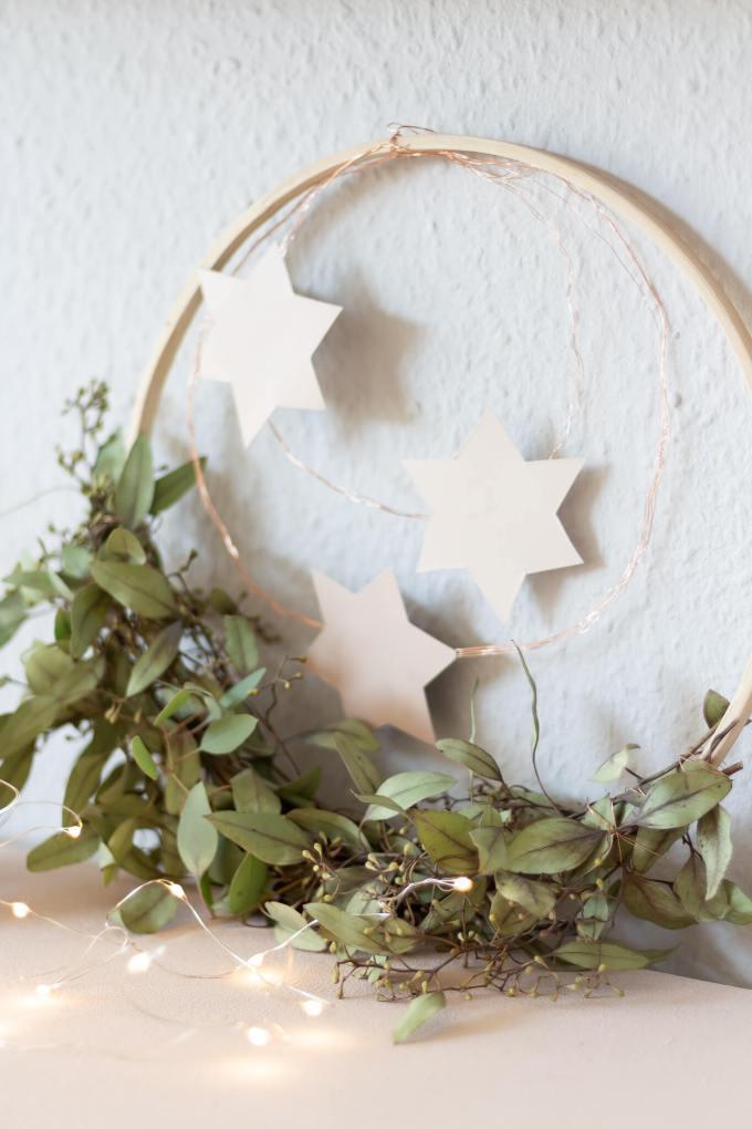 Selbstgemachter Weihnachtskranz: schlicht und skandinavisch