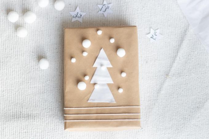 Geschenke für Weihnachten kreativ verpacken mit Packpapier und Gratis-Printable