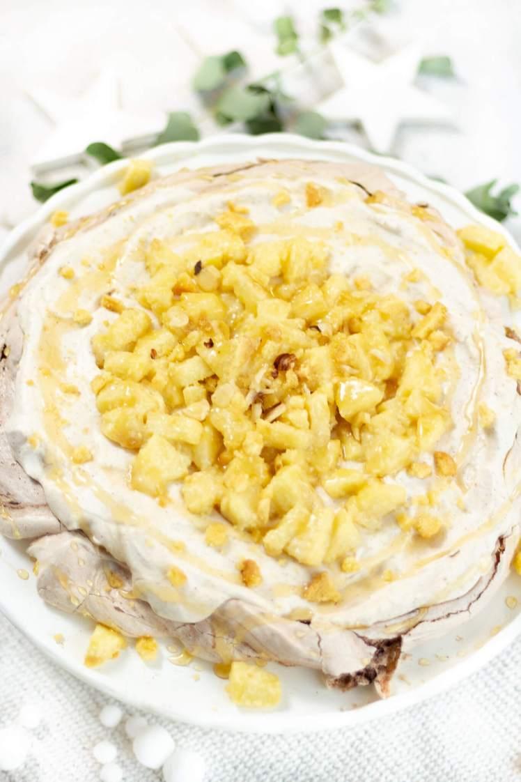 Pavlova-Rezept für Weihnachten - Ein Dessert mit Spekulatius und Bratapfel