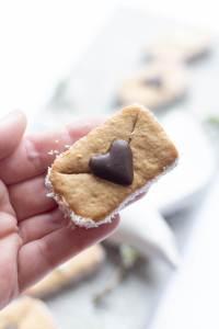 DIY mit Freebie ° Date-Gutscheine versteckt in Briefen aus gesunden Haferflockenkeksen (ohne Zucker) ° Geschenk zum Valentinstag, Muttertag oder Geburtstag