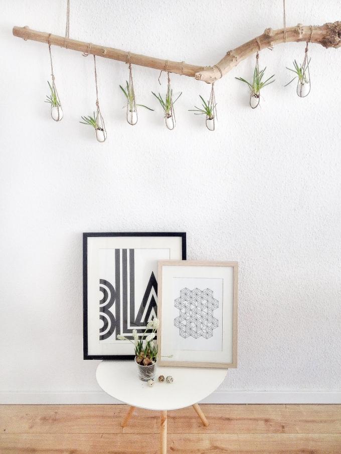 Dekoration für Ostern mit Ast selbst gemacht: skandinavisch mit Blumen und Holz