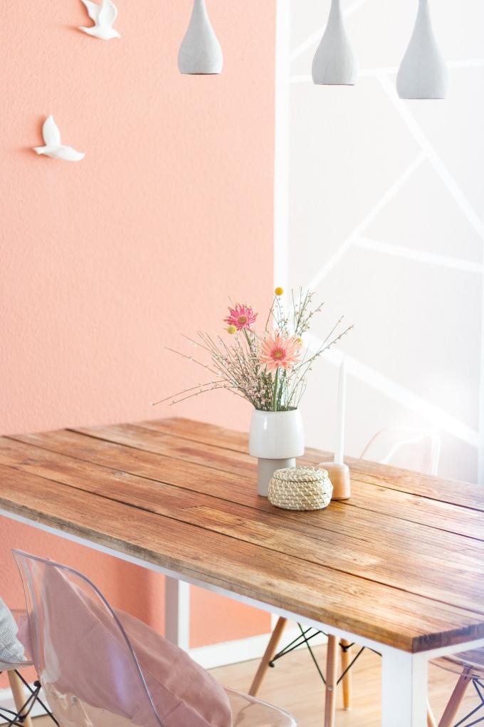 Ideen für geometrische Wandgestaltung im Esszimmer mit Farbe - skandinavisch, in Altrosa und mit Streifen