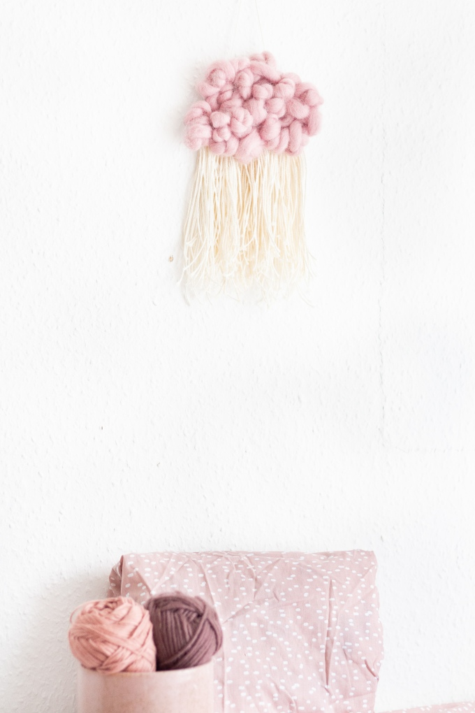 DIY Wanddeko für das Kinderzimmer_Wolke aus Wolle selber machen_1